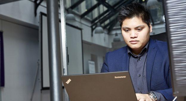 Comment devenir Ingénieur / Ingénieure Cloud Computing ?