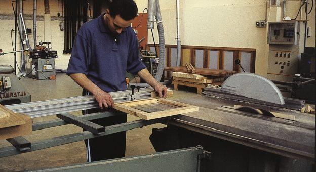 Comment devenir Technicien / Technicienne De Fabrication De Mobilier Et De Menuiserie ?