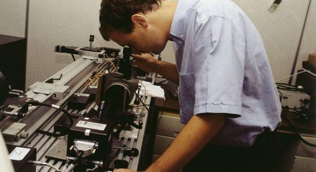 Comment devenir Technicien / Technicienne En Optique De Précision ?